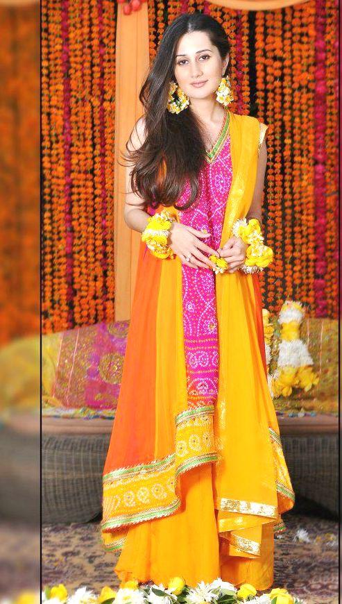 Best latest bridal mehndi dresses designs collection for Pakistani wedding mehndi dresses