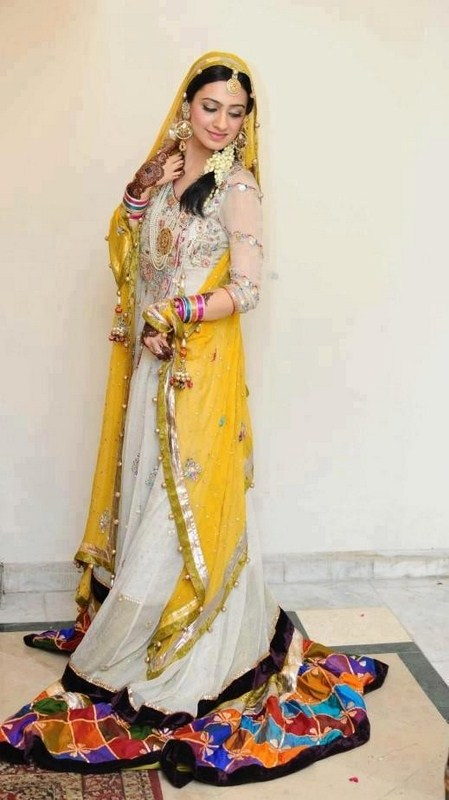 Beautiful & Best Mehndi Dresses Designs Collection for Girls 2014-2015 (31)