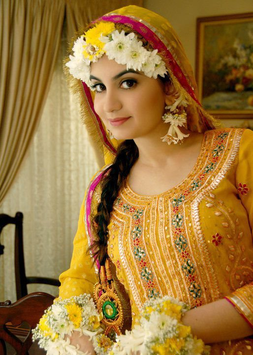 Beautiful & Best Mehndi Dresses Designs Collection for Girls 2014-2015 (40)