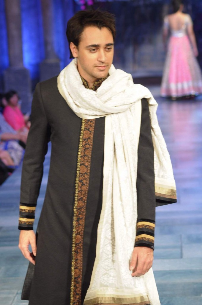 Well Known Fashion Designers In India