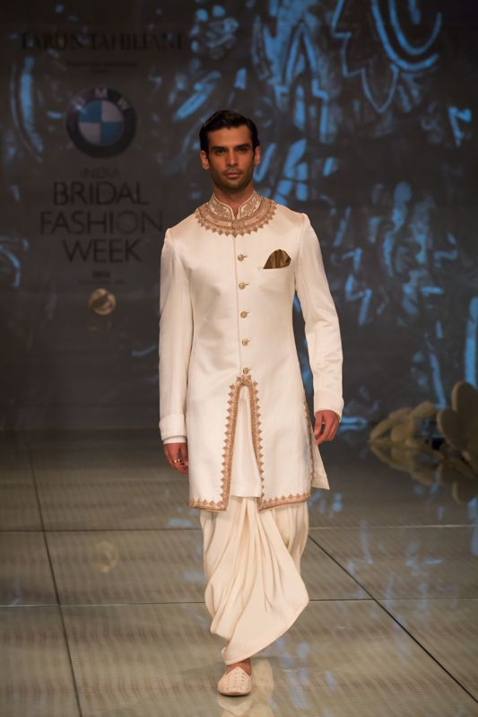 Tarun Tahiliani Top Indian Sherwani Designers Best Collection for Weddings and Parties (3)