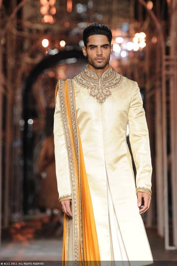 Tarun Tahiliani Top Indian Sherwani Designers Best Collection for Weddings and Parties (5)