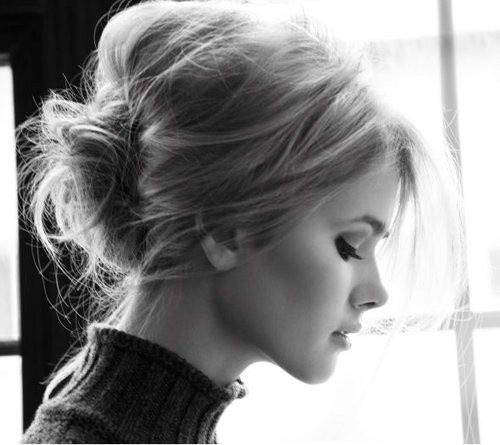 5-Bouffant-Top-with-messy-or-sublte-bun (1)