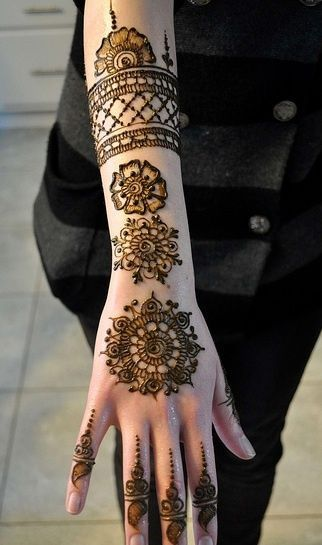 Latest Eid Mehndi Designs for Hands Feet Collection 2015-201 (15)