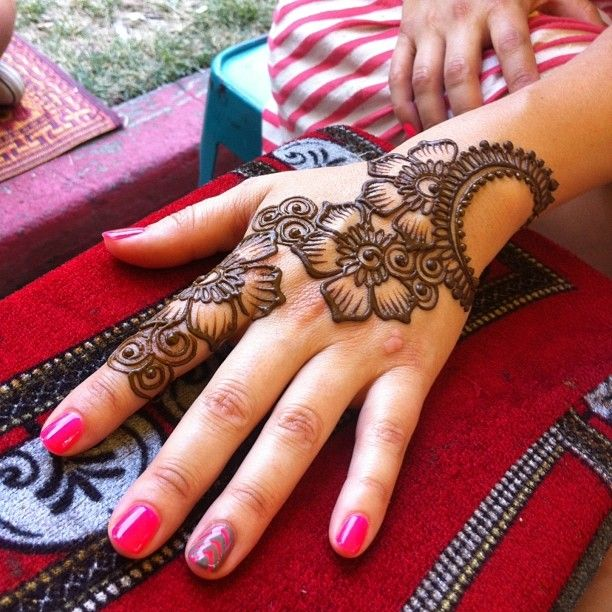 Latest Eid Mehndi Designs for Hands Feet Collection 2015-201 (9)