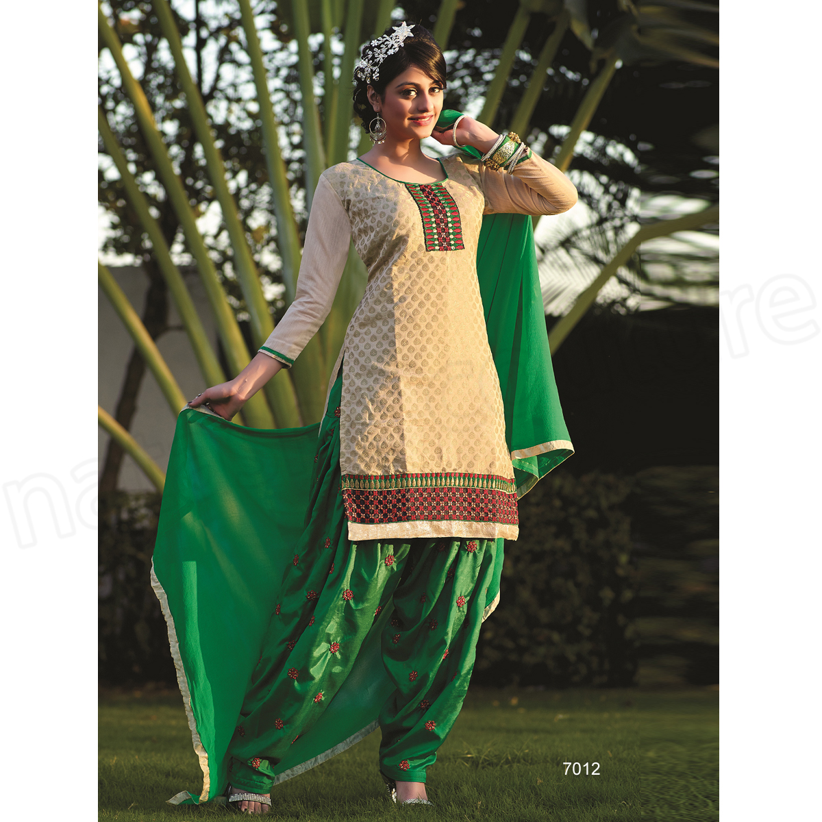 Latest Indian Patiala shalwar kameez fashion 2015-2016 (15)