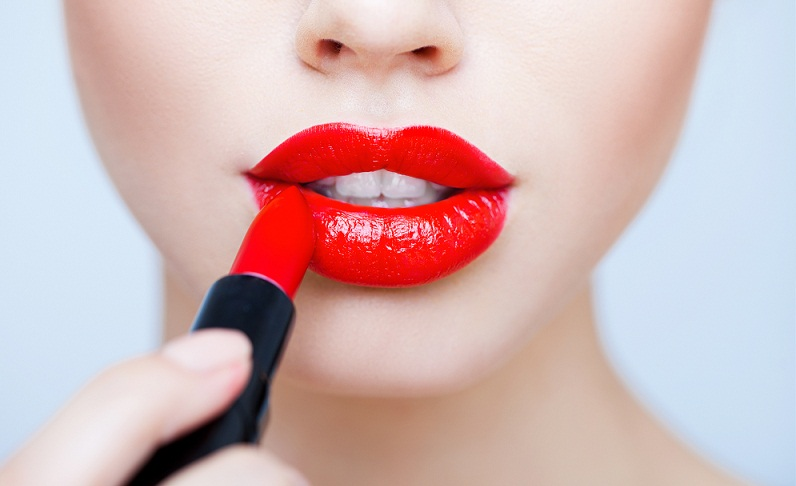 Bold Red Lipstick Tutorial (2)