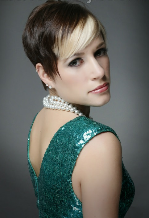 Sleek-Pixie-with-Highlights-Side
