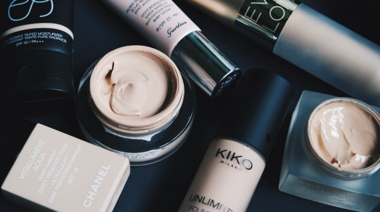 Top-8-Liquid-Foundation-of-all-Time-for-all-Skin-Tones