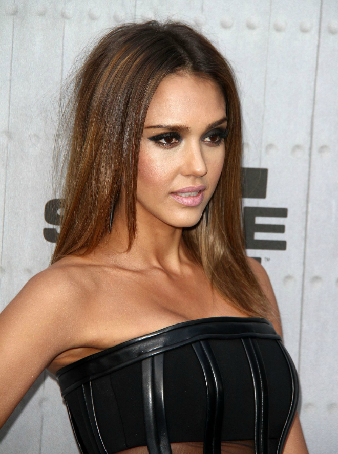 Jessica-Alba-Medium-Length-Hairstyle-poker staright