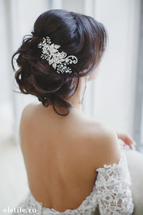 updos-wedding-hairstyles-with-beautiful-bridal-headpieces