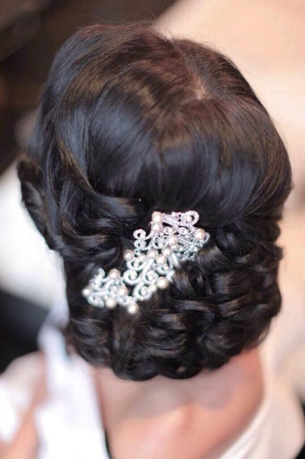 vintage-pearl-bridal-headpieces-in-black-updo-wedding-hairstyles