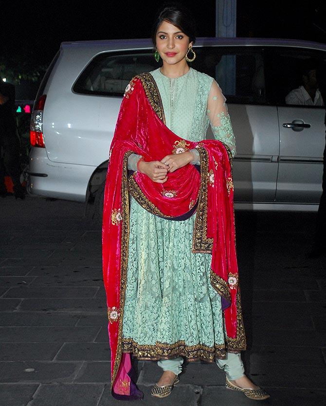 anushka-sharma-in-mughalai-dress-1