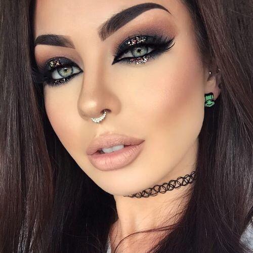 cat-eye-glitter-christmas-makeup-3