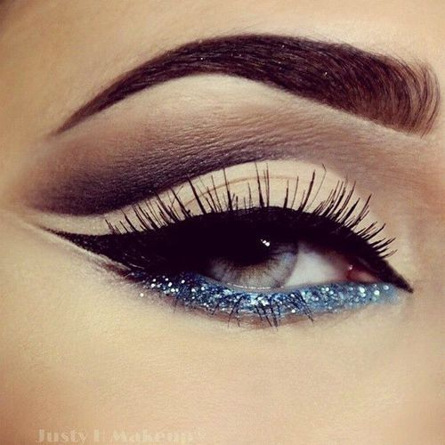 cat-eye-glitter-christmas-makeup-4