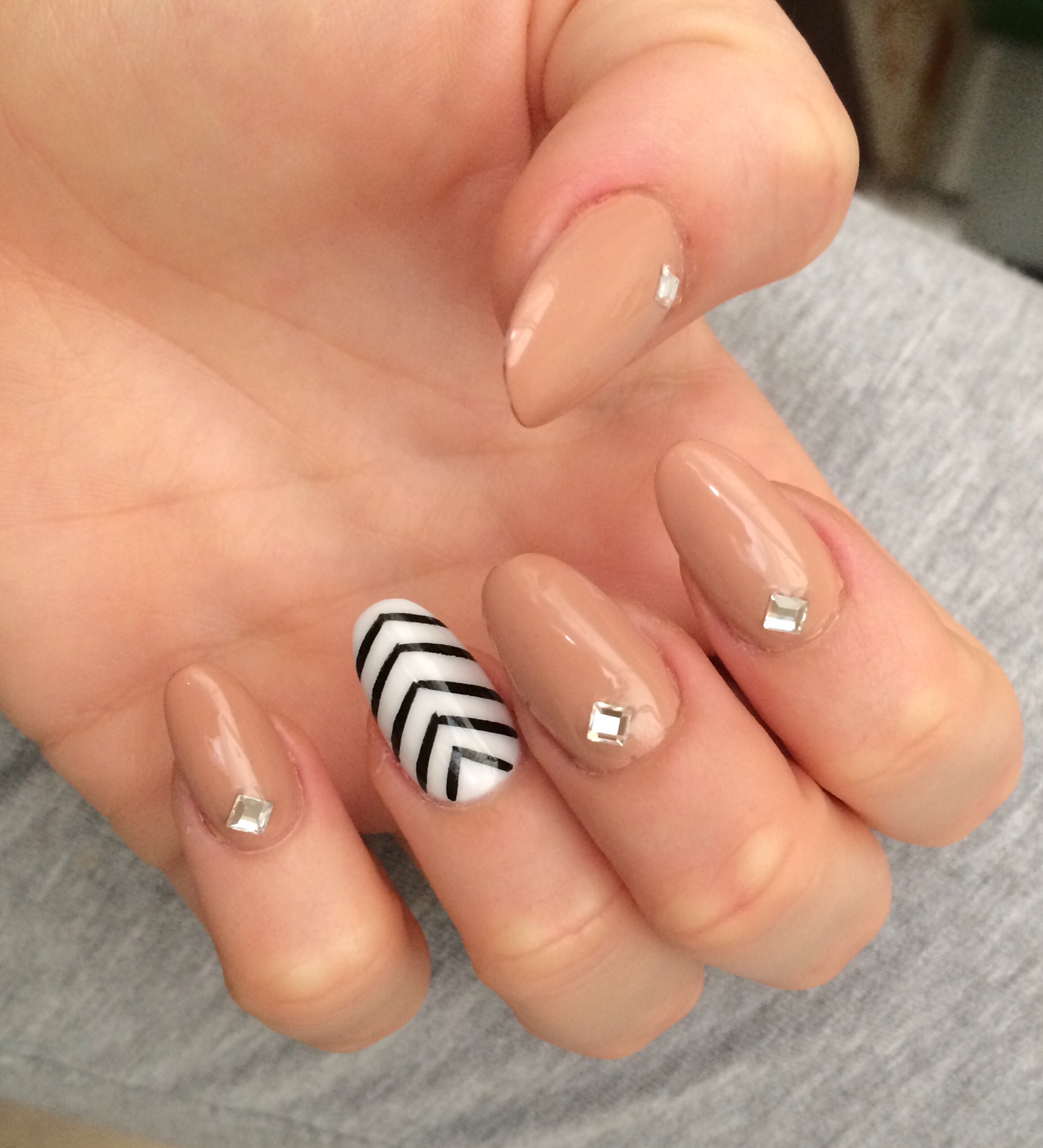 Oval nail shape- How to Pick Best Nail Shape for Fingers- 9 Amazing Nail Shapes Guide (1)