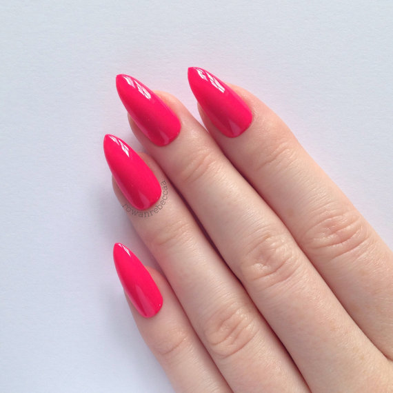 Stiletto Nail Shape- How to Pick Best Nail Shape for Fingers- 9 Amazing Nail Shapes Guide (2)