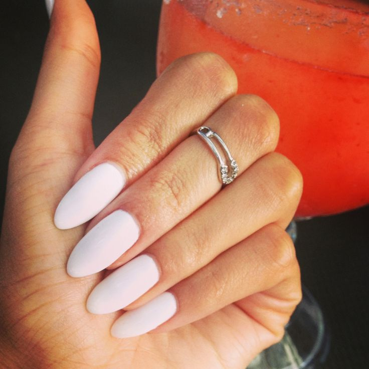 almond nail shape- How to Pick Best Nail Shape for Fingers- 9 Amazing Nail Shapes Guide (1)