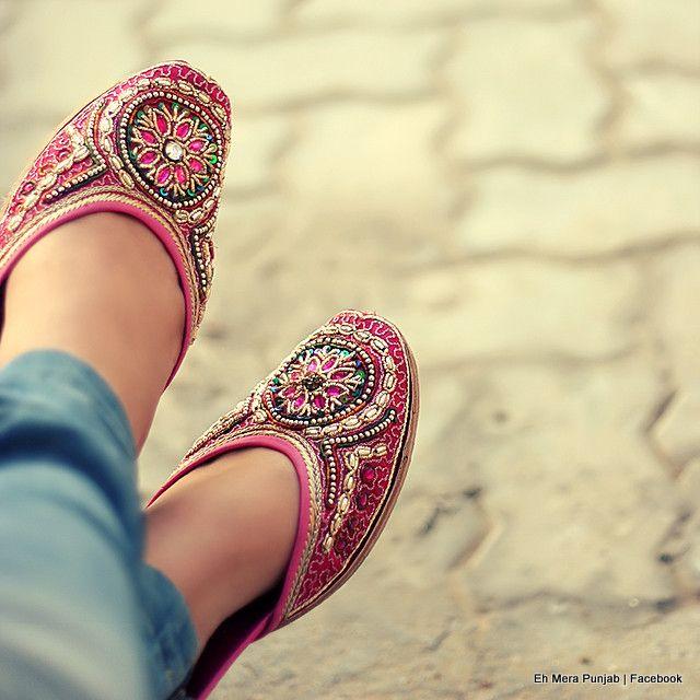 Beautiful Punjabi Khussa Shoes Trends in Asia - Latest Designs  (9)