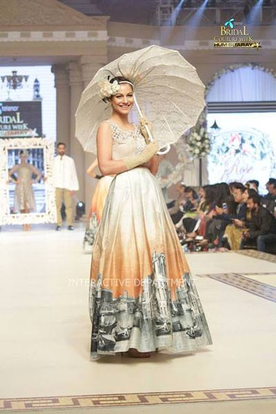 Maria B. La Roseraie (The Rose Garden) Modern Dresses Collection 2015 at Telenor Bridal Couture Week 2014-2015 (14)
