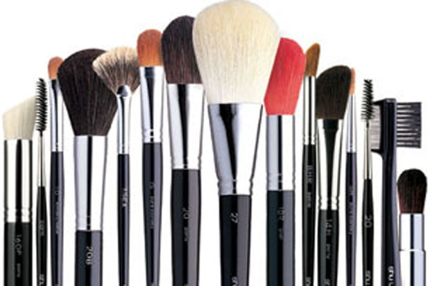 use of brushes - how to make your makeup lasts longer
