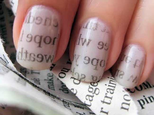 Newspaper Nail Art Design Tutorial for Christmas holidays (1)