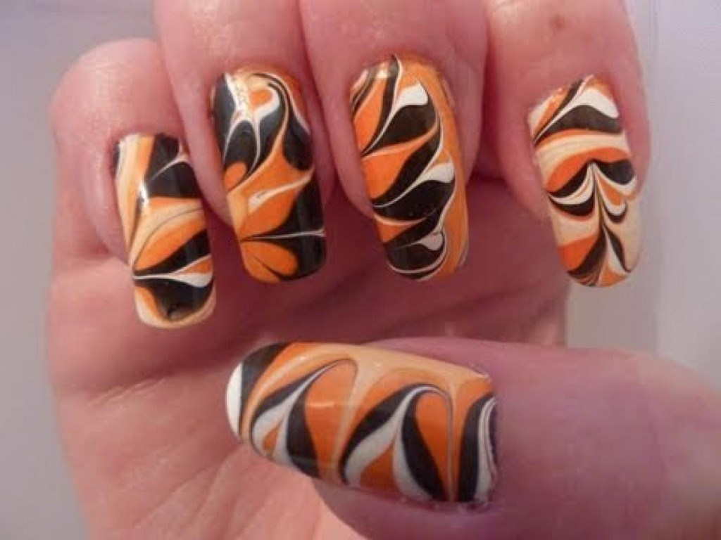 Water Marbling Nail-Art designs tutorial with steps for Christmas holidays  (10)