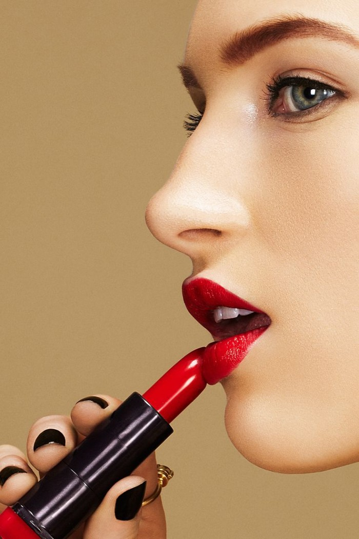 Bold Red Lipstick Tutorial Step by Step for Christmas (8)