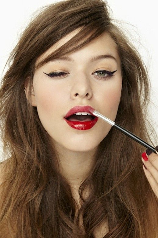 Bold Red Lipstick Tutorial Step by Step for Christmas (9)