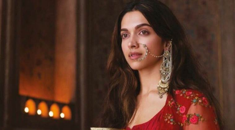 Deepika as Mastani in Anju Modi's Dresses Bajirao Mastani Collection (10)