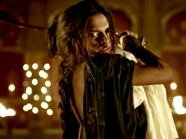 Deepika as Mastani in Anju Modi's Dresses Bajirao Mastani Collection (14)