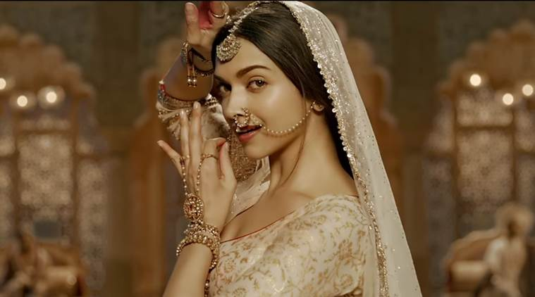 Deepika as Mastani in Anju Modi's Dresses Bajirao Mastani Collection (15)