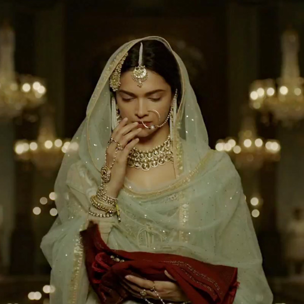 Deepika as Mastani in Anju Modi's Dresses Bajirao Mastani Collection (16)