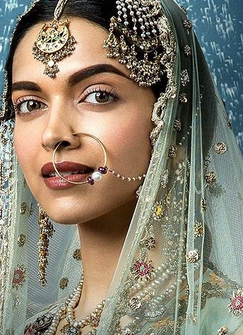Deepika as Mastani in Anju Modi's Dresses Bajirao Mastani Collection (18)