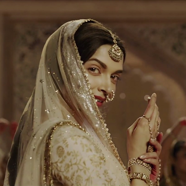 Deepika as Mastani in Anju Modi's Dresses Bajirao Mastani Collection (19)