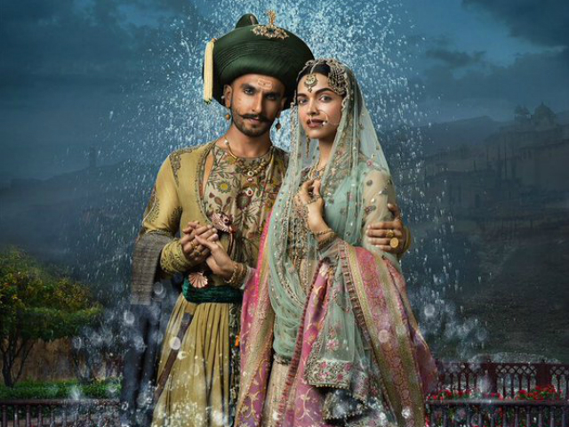 Deepika as Mastani in Anju Modi's Dresses Bajirao Mastani Collection (2)
