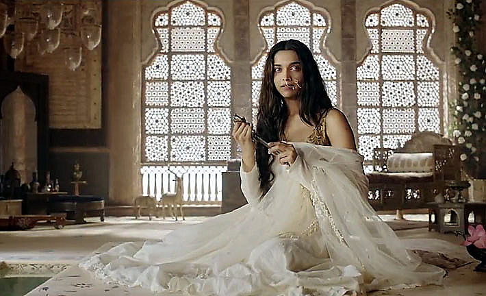 Deepika as Mastani in Anju Modi's Dresses Bajirao Mastani Collection (27)