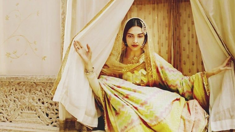 Deepika as Mastani in Anju Modi's Dresses Bajirao Mastani Collection (4)