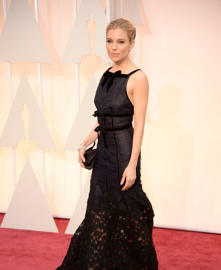 2. Sienna Miller in Oscar de la Renta and Forevermark diamond jewelry (1)