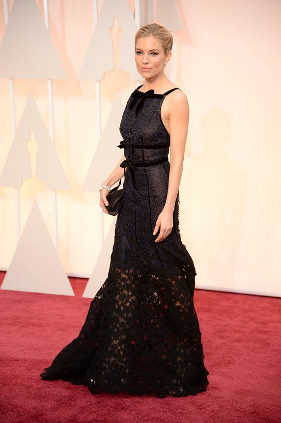2. Sienna Miller in Oscar de la Renta and Forevermark diamond jewelry (3)