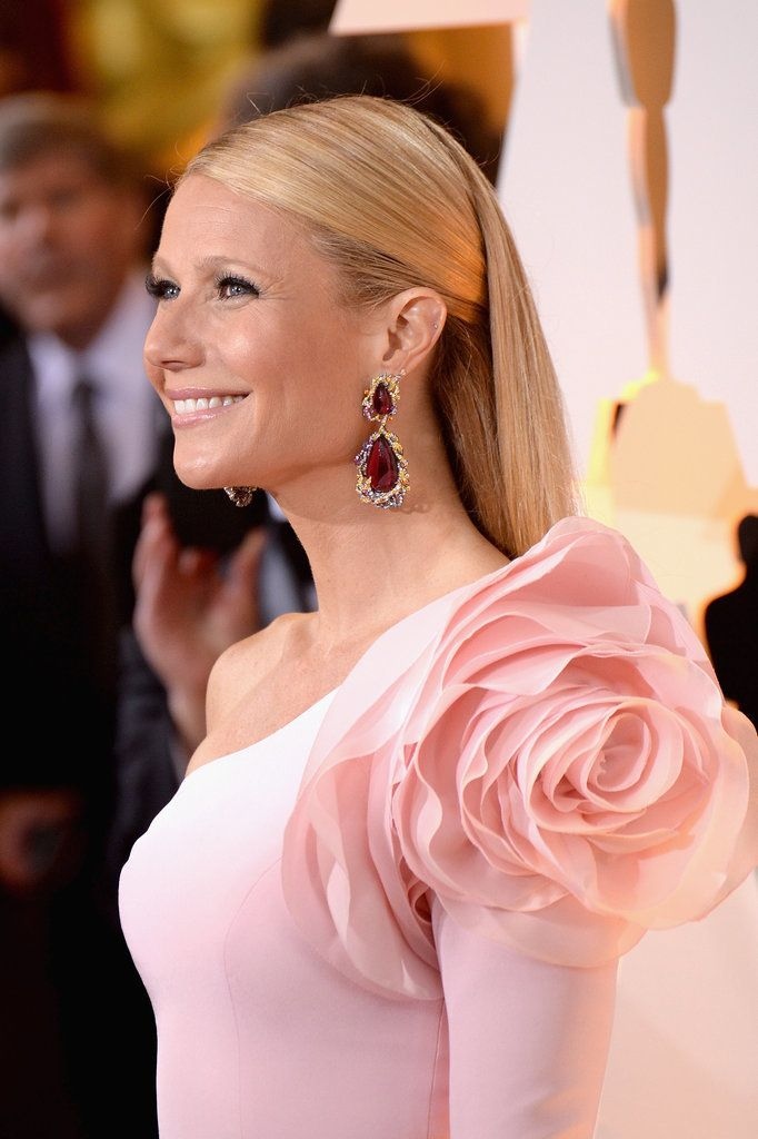 Gwyneth Paltrow in Ralph & Russo Couture and Anna Hu Haute Joaillerie jewelry