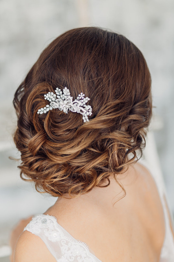 elegant-wedding-hairstyles-with-bridal-headpieces