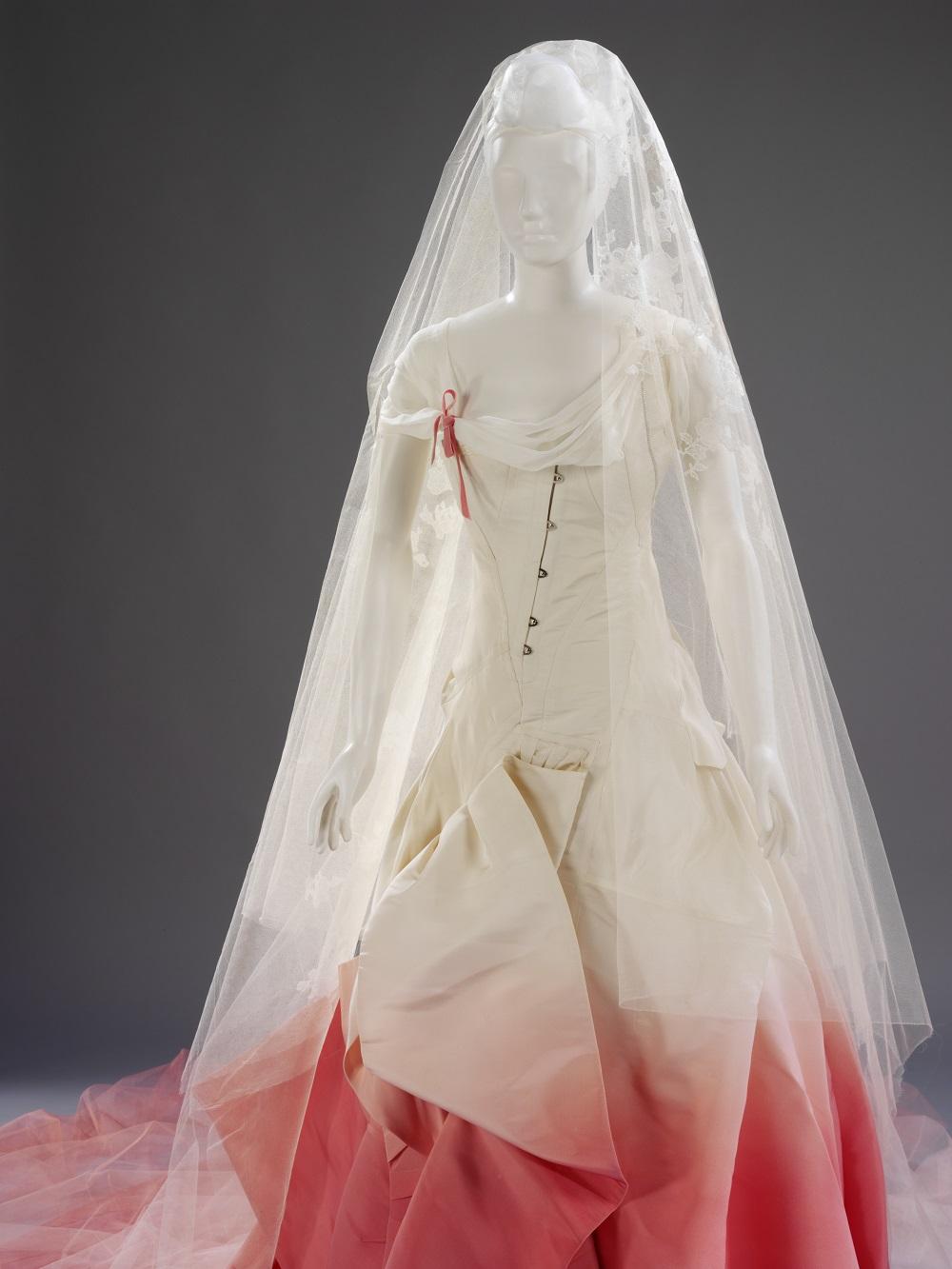 Gwen Stefani wedding dress-1