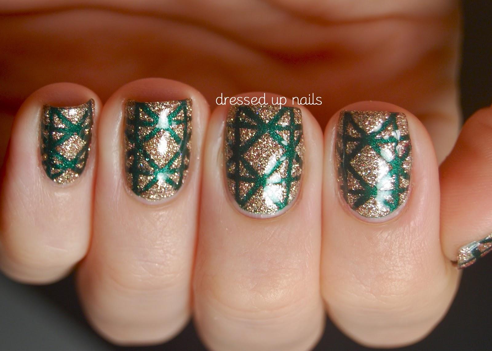 nail-taping-2-top-5-best-diy-nail-arts-for-christmas-holiday-season