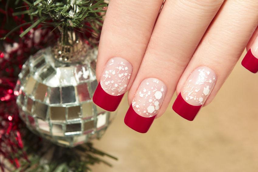nail-taping-top-5-best-diy-nail-arts-for-christmas-holiday-season