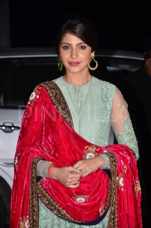 anushka-sharma-in-mughalai-dress-2