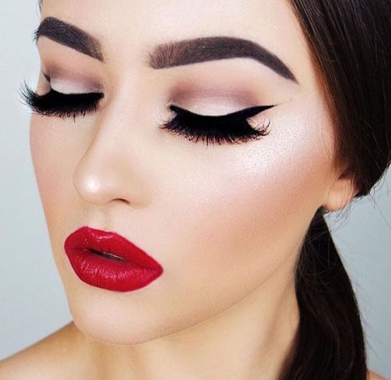 subtle-shimmer-with-luscious-lips