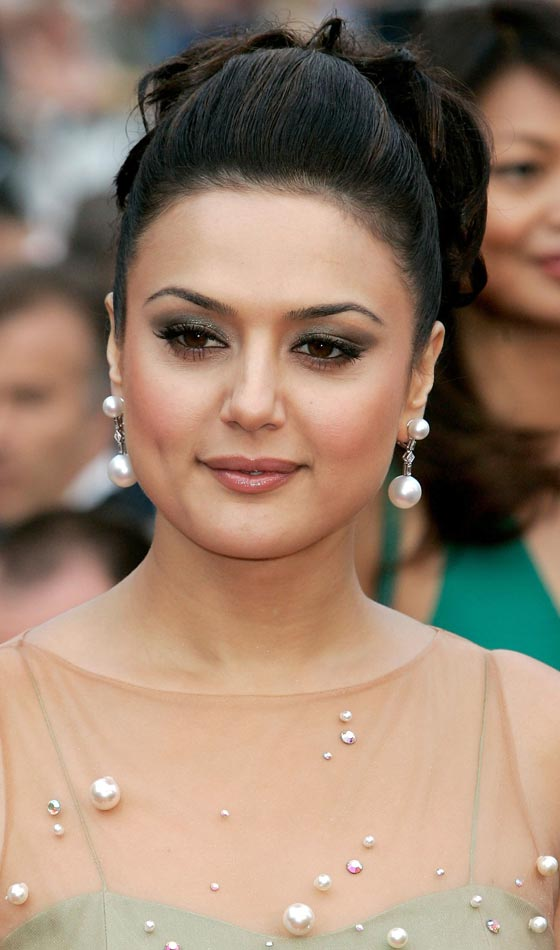 preity_zinta-Top 10 Famous Indian Celebrity Hairstyle Inspirations (2)